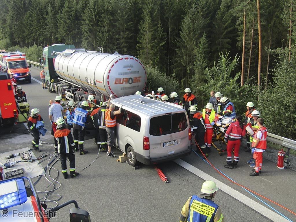 Verkehrsunfall, Person eingeklemmt