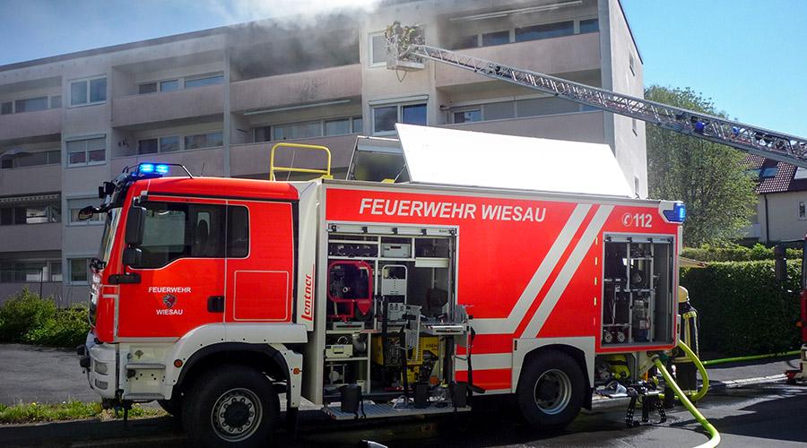 Feuerwehr-Wiesau-Brand-Wohnblock.jpg